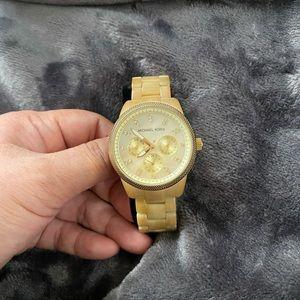 Michael Kors watch in resin gold